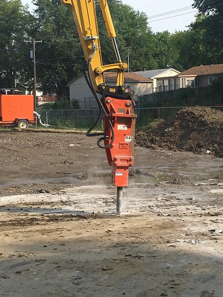 NPK PH4 hydraulic hammer on Komatsu PC88 mini excavator-primary breaking (3).jpg