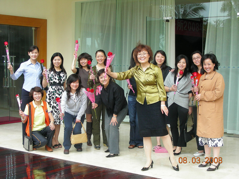 GLG Roses in Conjunction with March 8 at Sanya (1).JPG