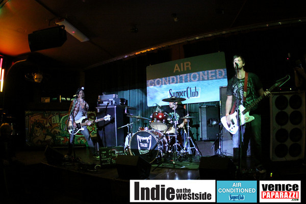 10.22.09  Hellride, Taxi, Pennywise and Jimmy H at the Air Conditioned Lounge