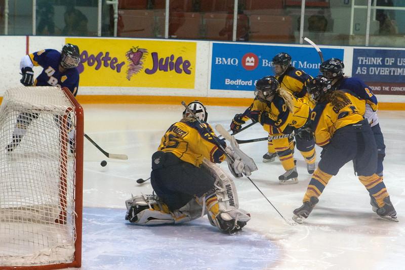 20130310 QWHockeyvsUBC 615.jpg