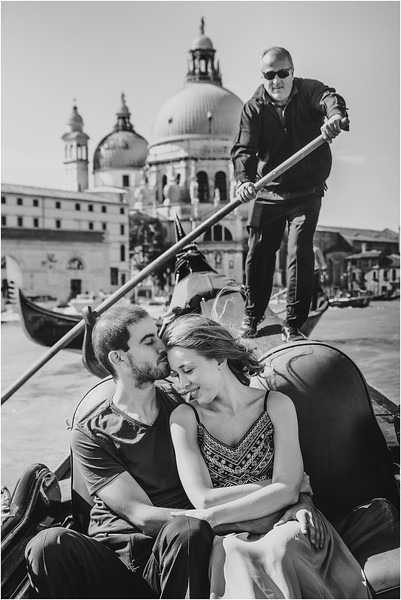 Fotografo Venezia - Elopement in Venice - Honeymoon in Venice - photographer in Venice - Venice honeymoon photographer - Venice photographer - Elopement Venice photographer - 28.jpg
