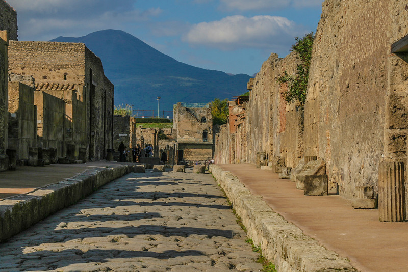 wymanstocks-italy-pompeii-street-ruins.jpg