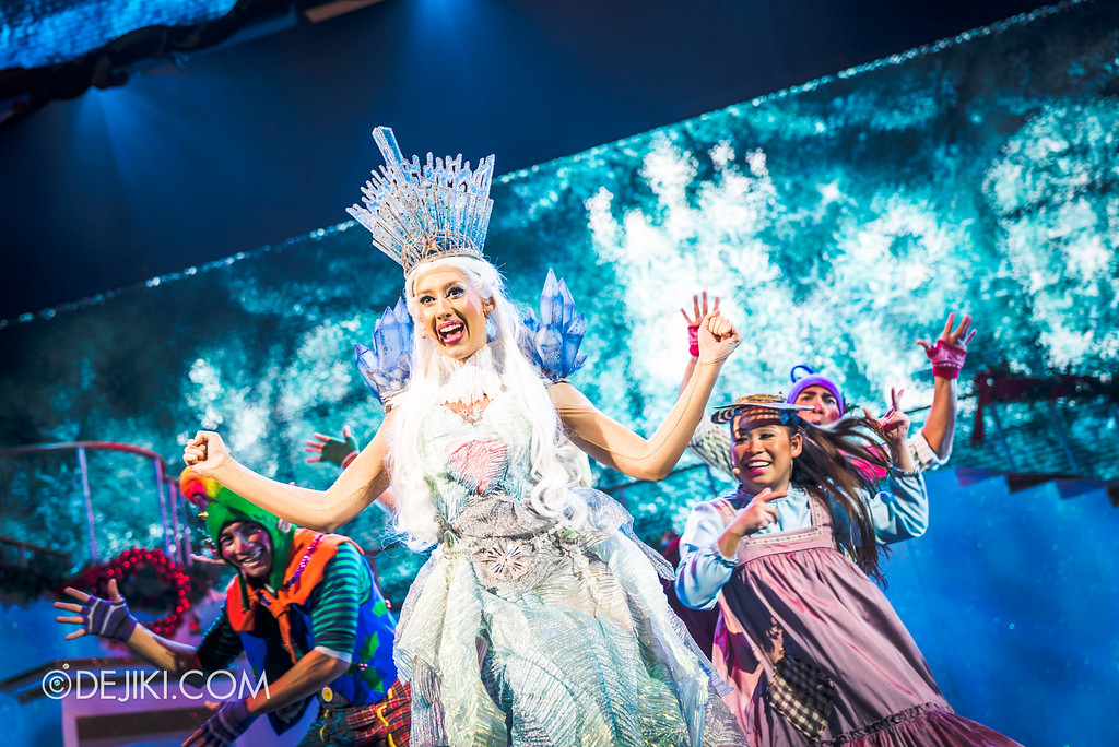 Universal Studios Singapore December Park Update - Santa's All Star Christmas 2016 / Bah Humbug! A Christmas Spectacular show - Snow Queen