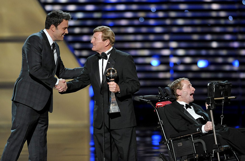 . Dick Hoyt, center, and Rick Hoyt, right, accept the Jimmy V Perseverance Award from presenter Ben Affleck, left,  at the ESPY Awards on Wednesday, July 17, 2013, at the Nokia Theater in Los Angeles. (Photo by John Shearer/Invision/AP)