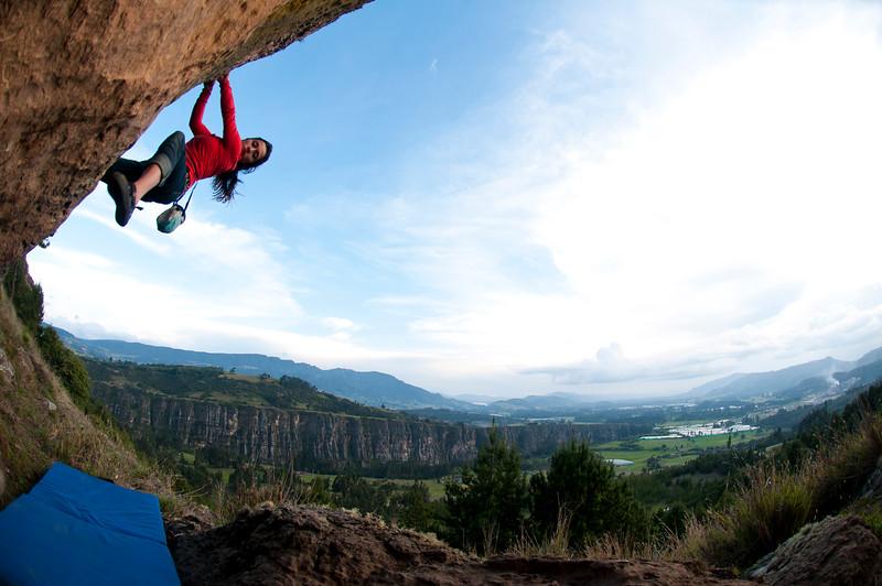 Viviana Gomez Vega bouldering in Suesca, Colombia.