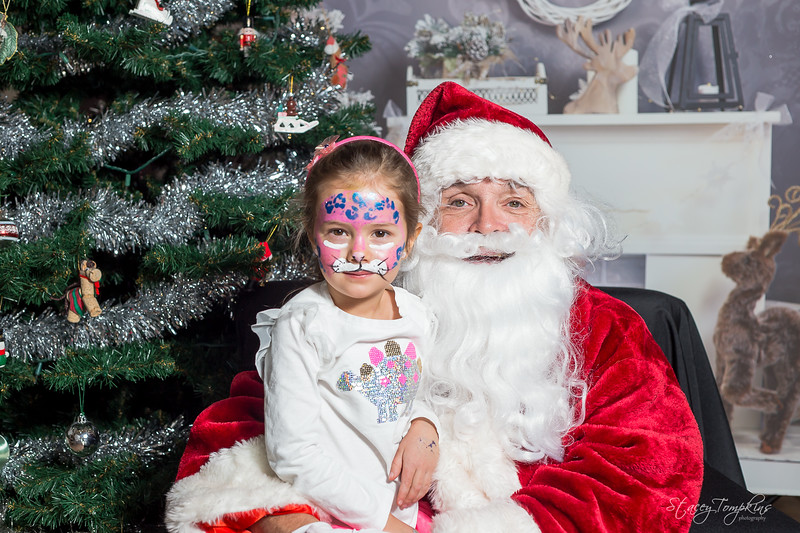 StaceyTompkinsPhotography-Santa2018 (36 of 79).jpg