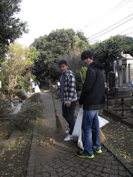 Cemetery Clean-up 11282013_11099811306_l.jpg