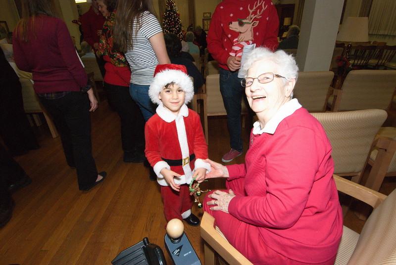 2016-12-14-Community-Christmas-Caroling_019.jpg