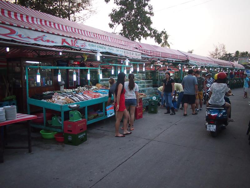 P1297051-night-market-restaurants.JPG
