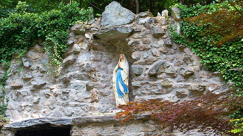 The_National_Shrine_Grotto_of_Our_Lady_of_Lourdes_720p.mov
