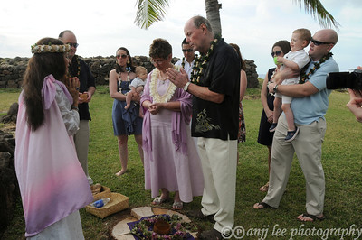 Kahuna Pahia performs wedding vow renewals, weddings and blessings