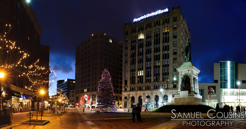 Monument Square lit up for the holidays
