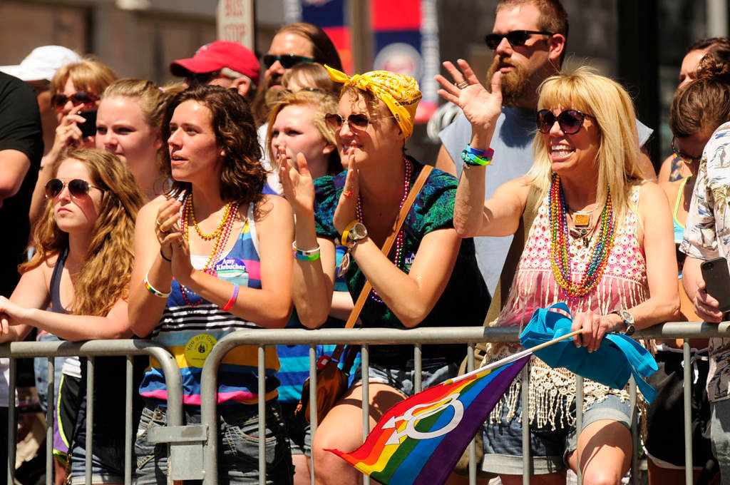 . Spectators cheer during the parade. (Pioneer Press: Scott Takushi)