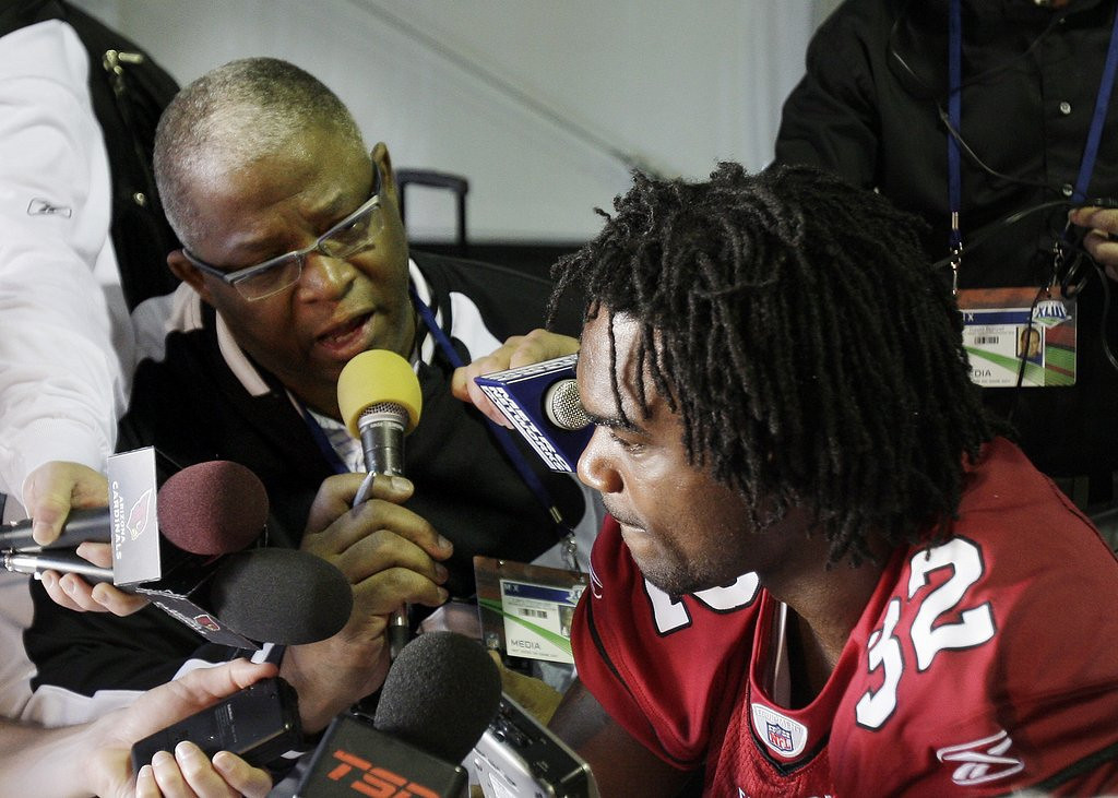 . <p><b> Cardinals at Rams (-5):</b>  <p>Arizona played so poorly last season that Larry Fitzgerald�s dad stopped wearing his Cardinals Spanx in public. <p>Pick: <b>Cardinals by 3</b> <p>    (AP Photo/Ross D. Franklin)