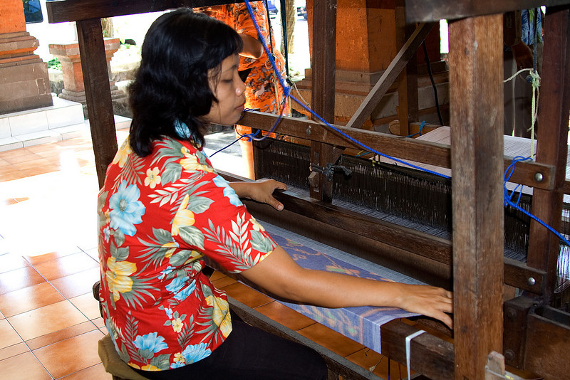Weaving Balinese Cotton 1.jpg