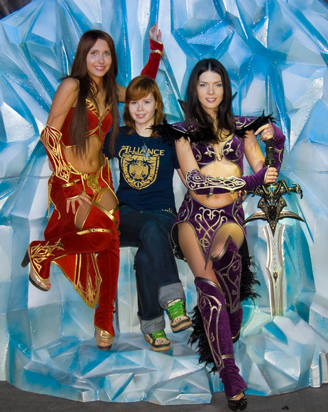 WOW: Lich King booth-babes of Igromir 2008