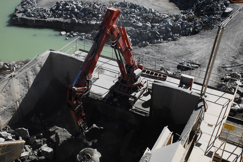 NPK B6500 pedestal boom with GH10 hydraulic hammer - Vulcan Materials - Barin Quarry, GA  1-18 (12).JPG