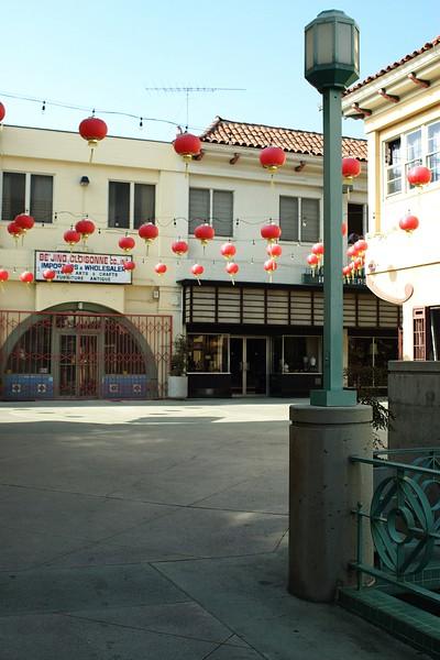 ChinatownWestPlaza012-LightPost-2006-10-25.jpg