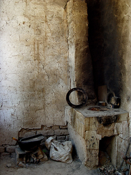 Cooking stove in courtyard of village home near Kashgar DSC01998.jpg