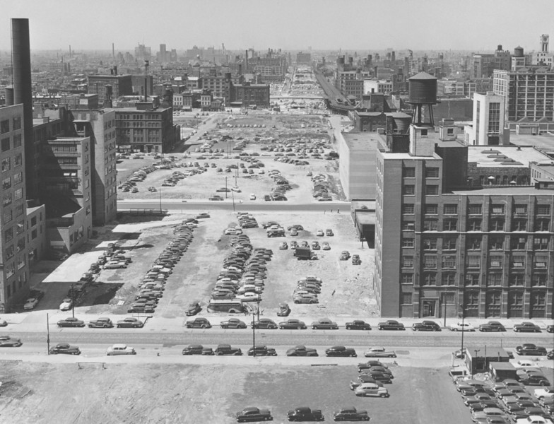The view here is west from the Post Office along Canal Street, through which Congress Parkway passes. Construction on the Congress Expressway (later known as the Eisenhower Expressway), into which the parkway leads, began in 1949.  Photographer: Mildred Mead Source: Chicago Historical Society (ICHi-27308)    http://encyclopedia.chicagohistory.org/pages/10585.html