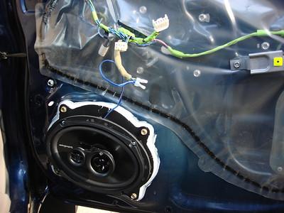 2006 Toyota Tacoma Prerunner 4 Door Front Door Speaker Installation - USA