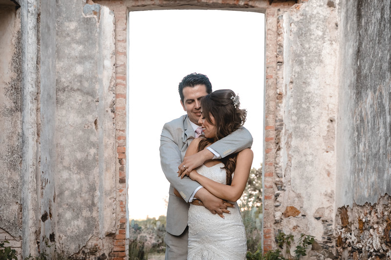 P&H Trash the Dress (Mineral de Pozos, Guanajuato )-85.jpg