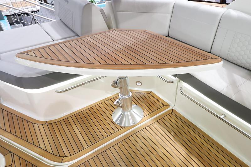 2020-Sundancer-320-Europe-cockpit-table-2.jpg
