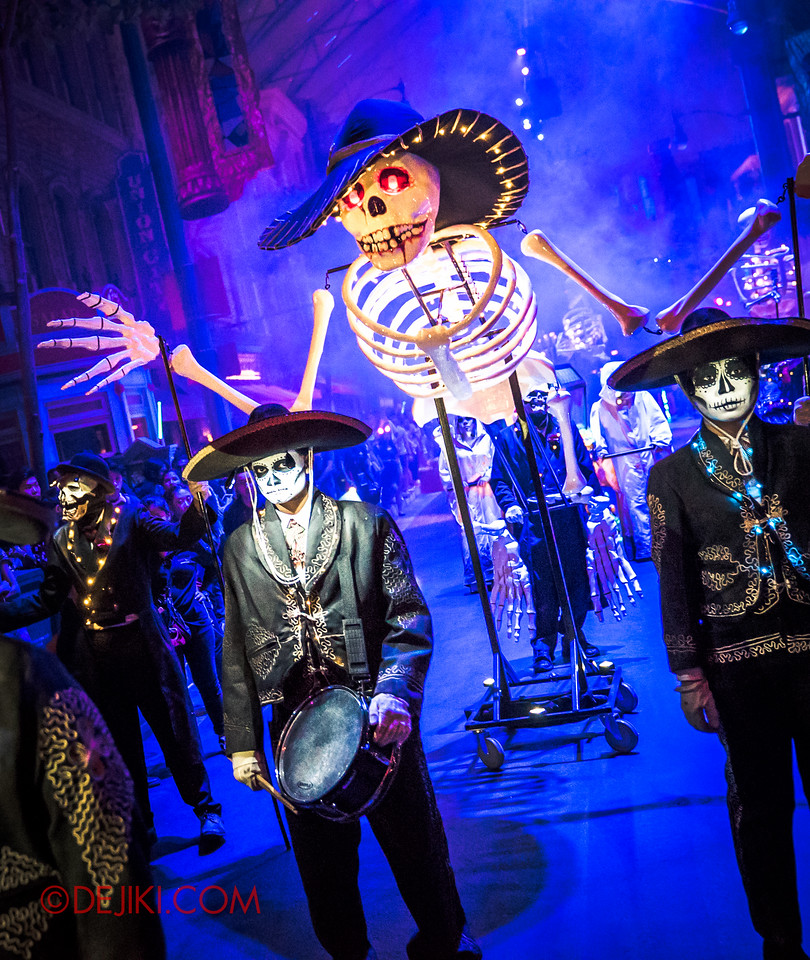 Halloween Horror Nights 6 - March of the Dead / Death March - The Band, drummer with skeleton behind