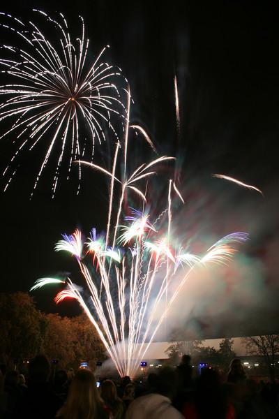 2007_1102putneyfireworks079_edited-1.JPG