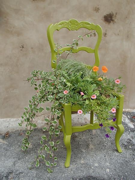 FlowersGreenChairSaignonP7090293.jpg