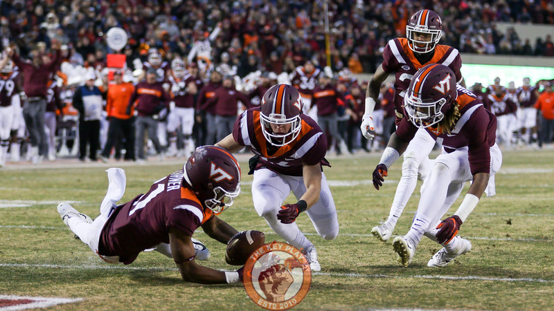 Tre Turner attempts to recover the blocked punt as it rolls into the endzone. (Mark Umansky/TheKeyPlay.com)
