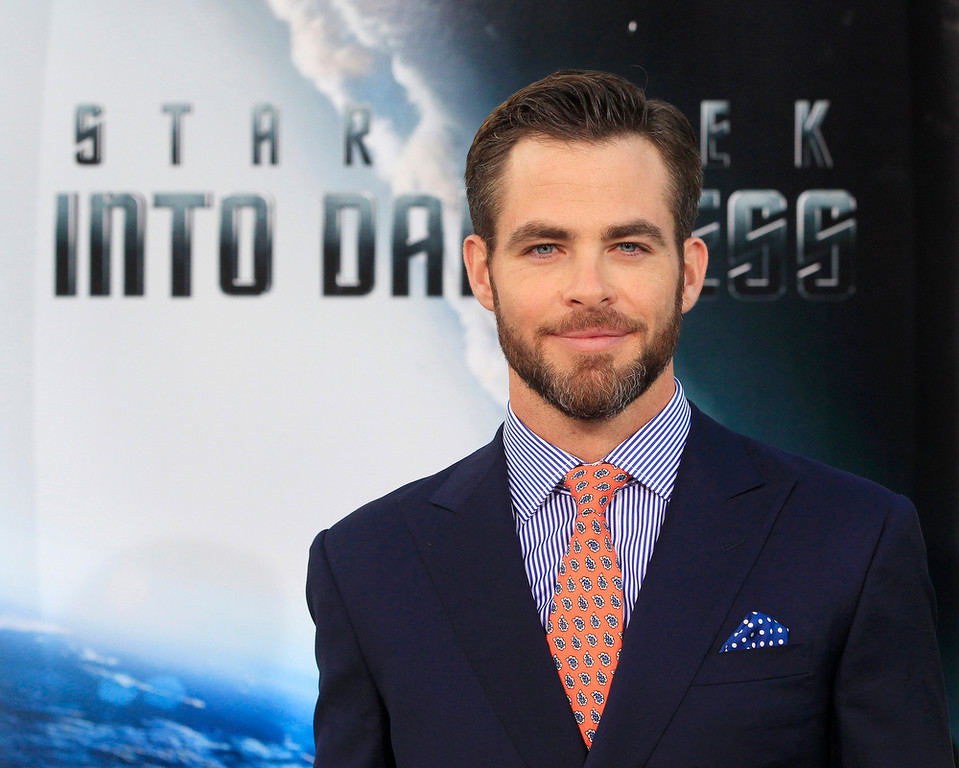 """. Actor Chris Pine, cast member of the new film \""""Star Trek Into Darkness\"""", poses as he arrives at the film\'s premiere in Hollywood May 14, 2013.  REUTERS/Fred Prouser"""