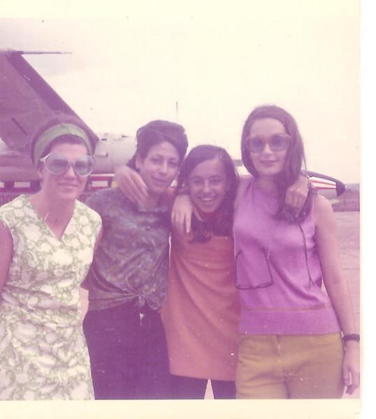 Setembro de 1970 – Aeroporto- Luisa Santos, Nanda Virgílio, Teresa Caetano, Tita Canhão Veloso