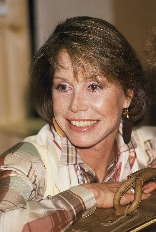 . Mary Tyler Moore takes a break during rehearsal, Jan. 4, 1987 in New York for Broadway�s �Sweet Sue�. (AP Photo/Rene Perez)