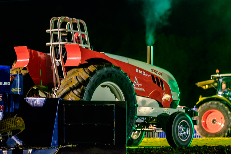 Tractor Pulling 2015-2274.jpg