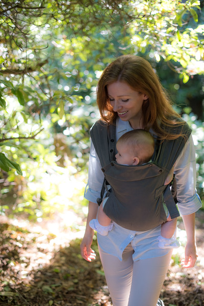 Izmi_Baby_Carrier_Mid_Grey_Lifestyle_Front_Carry_Mum_Walking_In_Woods.jpg