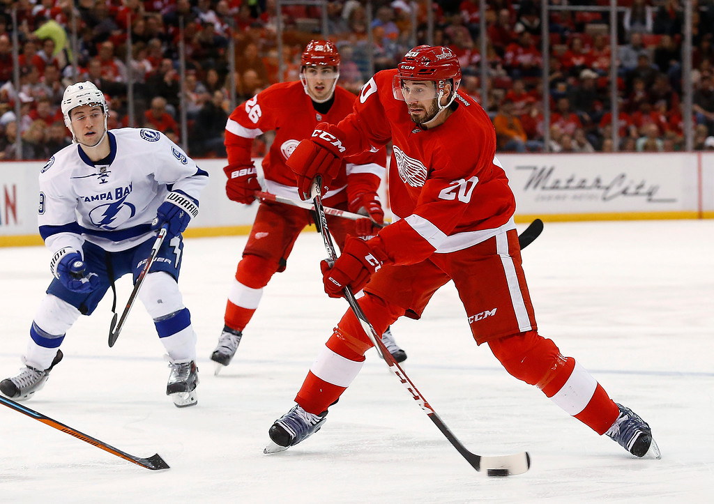 . Detroit Red Wings left wing Drew Miller (20) shoots against the Tampa Bay Lightning in the second period of an NHL hockey game in Detroit, Saturday, March 28, 2015. (AP Photo/Paul Sancya)