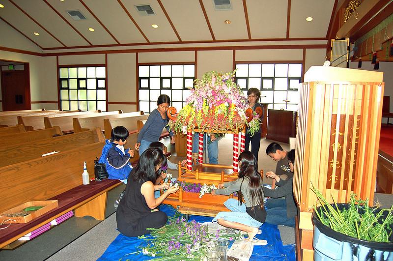 20070417_hanamatsuri_unknown_childrens are helping.jpg