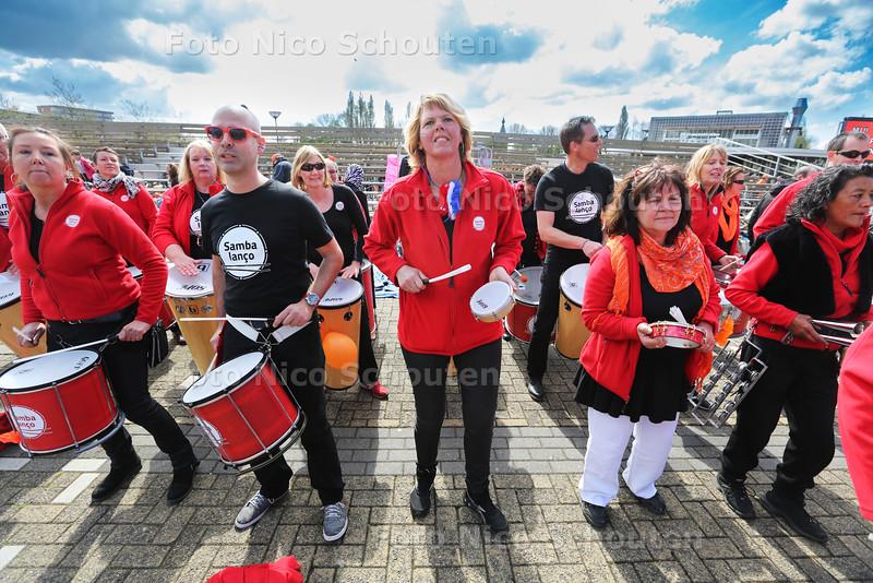 Koningsdag - Percussieband Sambalanço - ZOETERMEER 27 APRIL 2015 - FOTO NICO SCHOUTEN