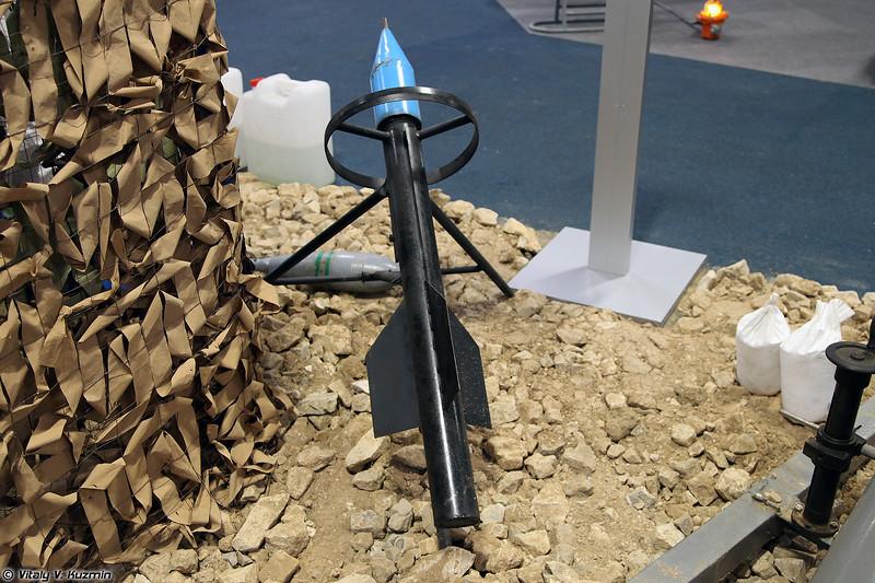 Малогабаритная пусковая установка кустарного производства для запуска снарядов с отравляющими веществами (ISIS' scratch-built launcher for the rockets containing nerve agents)