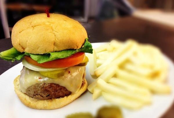 Pinegrove Market & Deli - burger.jpg