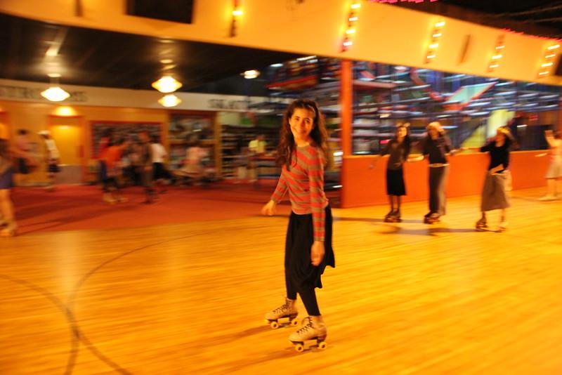 kars4kids_thezone_camp_GirlDivsion_trips_RollerSkating (23).JPG