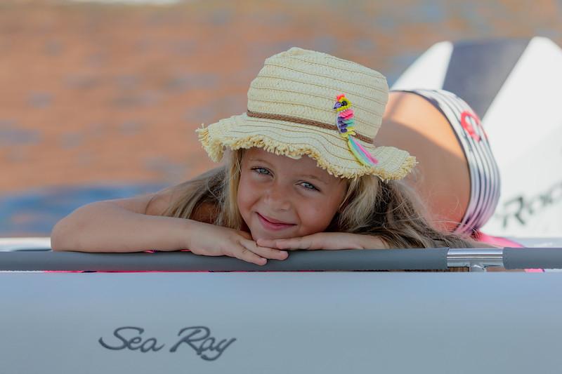 2020-SLX-R-350-Outboard-Lifestyle-7.jpg