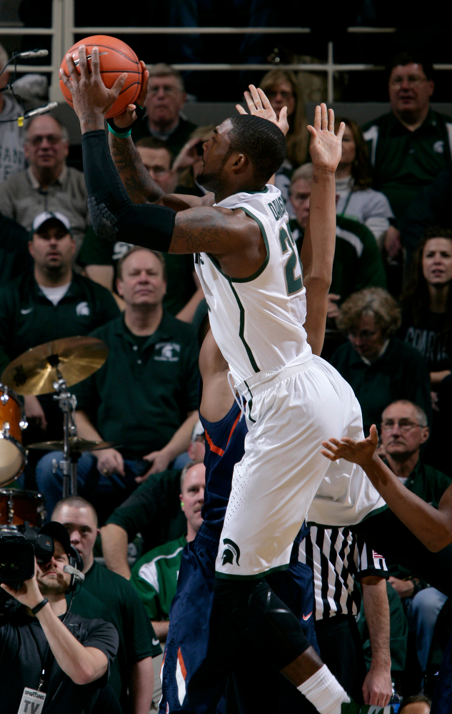 . Michigan State\'s Branden Dawson (22) shoots against Illinois\' Malcolm Hill, rear, to score Michigan State\'s first points during the first half of an NCAA college basketball game, Saturday, March 1, 2014, in East Lansing, Mich. (AP Photo/Al Goldis)