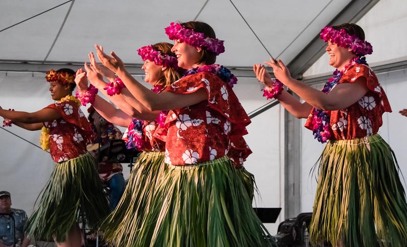 3975 Hawaiian Dancers.jpg