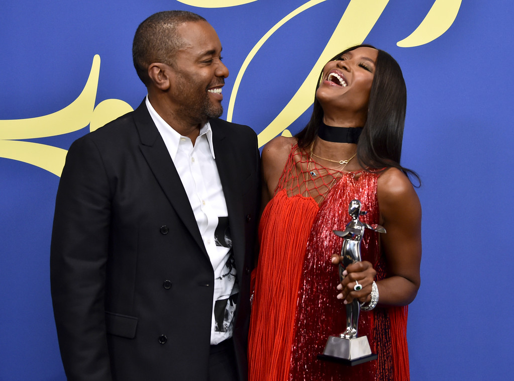 . Lee Daniels, left, and Naomi Campbell, winner of the fashion icon award, pose in the winner\'s walk at the CFDA Fashion Awards at the Brooklyn Museum on Monday, June 4, 2018, in New York. (Photo by Evan Agostini/Invision/AP)