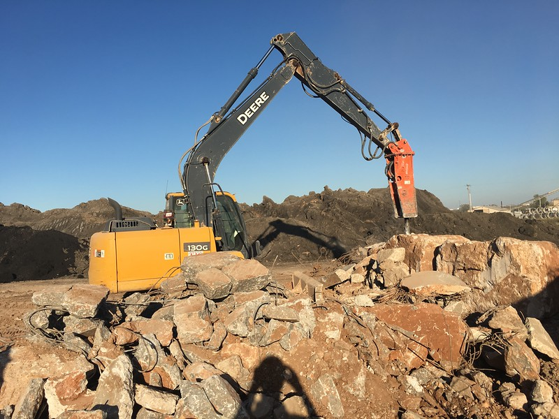 NPK GH6 on Deere 130G excavator_breaking oversize(3).JPG
