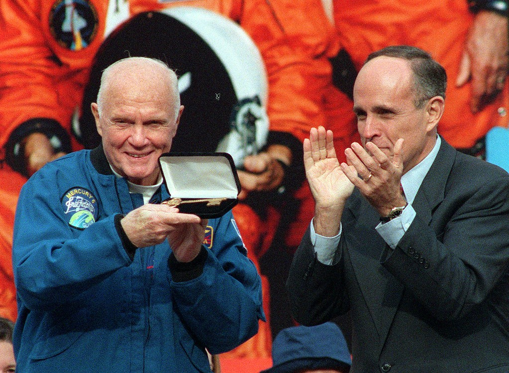 . Senator John Glenn, left, shows off the key to New York City, given to him by New York City Mayor Rudolph Giuliani on the steps of City Hall Monday, Nov. 16, 1998, in New York. People lined the streets to celebrate Glenn\'s second trip into space, having traveled 134 orbits and 3.6 million miles. (AP Photo/Ed Bailey)