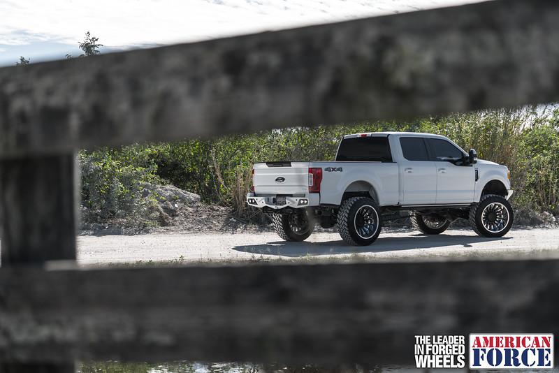 Champion4x4-Juan.S-White-2017-Ford-F250-Polish-Black-24x14-Tactical-Crown-WEB-180131-DSC00135-19.jpg