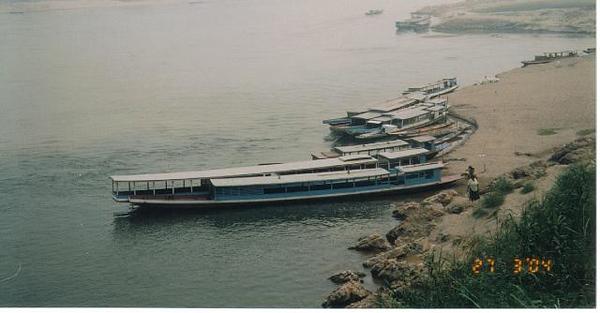 14_Luang_Pradang_Mekong_River_Boat.jpg